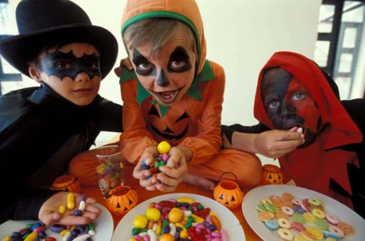 6 Tips to Have a Healthier Halloween with Your Kids