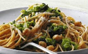 Whole-Wheat Spaghetti with Broccoli, Chickpeas, and Garlic: