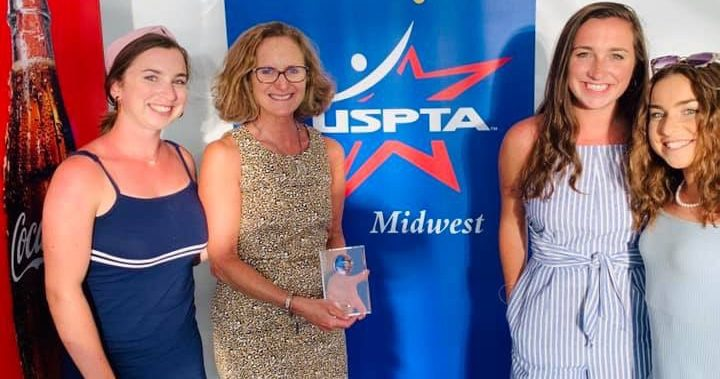 Annette Malloy wins Nancy Mickler Award from USPTA